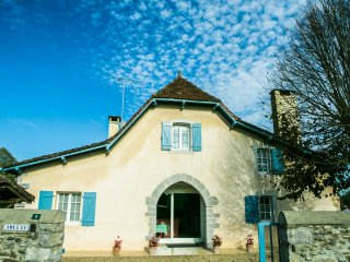 Character cottage with pool south west France - Sauveterre-de-Béarn vacation rentals