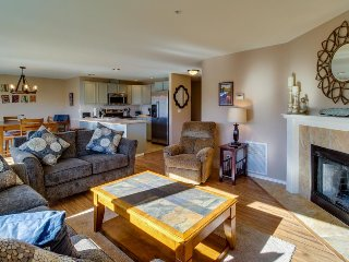 Upscale second-floor condo w/ community pool and hot tub! - Chelan vacation rentals