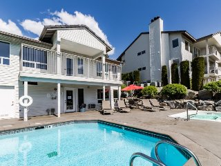 Ground floor condo w/ shared pool & hot tub - nice views from back patio! - Chelan vacation rentals