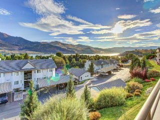 Sunny, classic condo with lake views, shared pool/hot tub! - Chelan vacation rentals