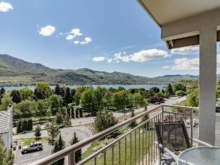 Cozy and modern condo with shared hot tub & swimming pool - Chelan vacation rentals