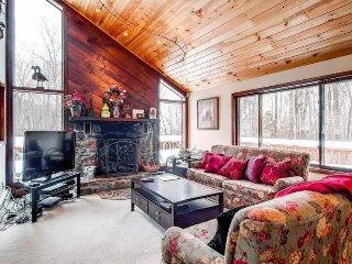 Upscale lodge with entertainment, close to skiing & beautiful scenery! - Killington vacation rentals