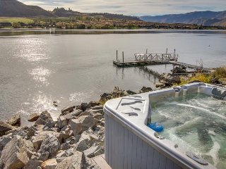 Luxury home w/private hot tub & sandy beach on Lake Entiat - Chelan vacation rentals