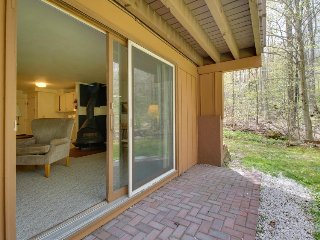 Cozy condo w/ski-in access, close to hiking, biking, golf & more! - Killington vacation rentals