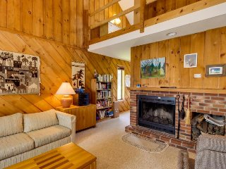 Cozy alpine home close to skiing! Offers great shared amenities, including pool! - Dover vacation rentals