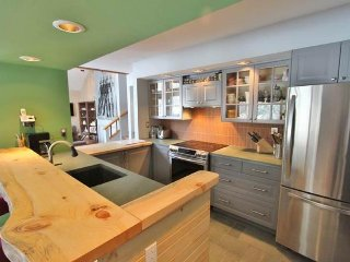 Modern townhome w/ soaking tub, shared pool & hot tub, shuttle to lifts! - Bondville vacation rentals