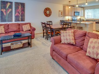 Tasteful townhome with a private sun deck overlooking the pool! - Manson vacation rentals