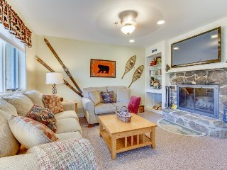 Top-floor condo w/ mountain views & pool, hot tub, and sauna access - Stratton and Bromley Ski Areas vacation rentals