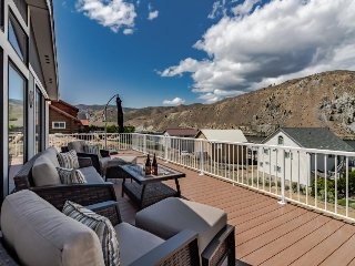 Dog-friendly with private hot tub, mountain views, and resort amenities! - Orondo vacation rentals
