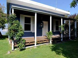 Bright 3 bedroom Inverloch House with Television - Inverloch vacation rentals
