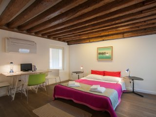 Lovely little studio in an ancient building - City of Venice vacation rentals