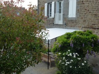 Rustic house with fenced garden - Pleudihen-sur-Rance vacation rentals