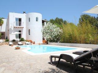 Spacious 4 bedroom (4 bathroom) hillside villa - Cala Llonga vacation rentals