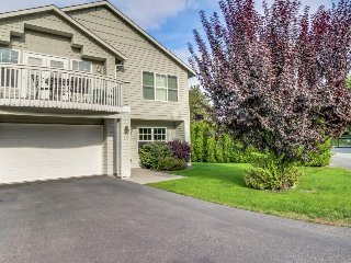 Townhome near lake w/ pool and playground, great for families! - Manson vacation rentals