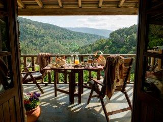 Casa da Árvore - Cerdeira Village - Lousa vacation rentals