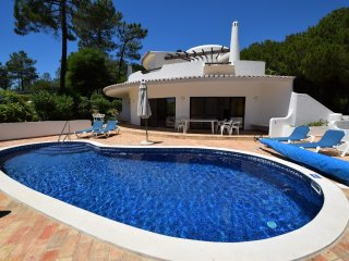 Charming villa within easy walk to the beach - Quinta do Lago vacation rentals