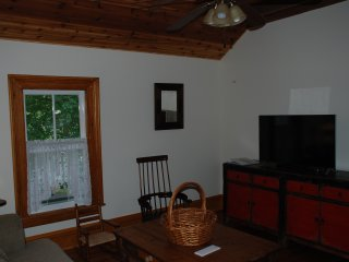 Victorian Seasons one bedroom duplex farmhouse - East Marion vacation rentals