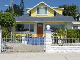 Pass a grille Beach 1 bedroom suite w/ large deck - Saint Pete Beach vacation rentals