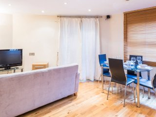 Delightful Flat Close to Tube - London vacation rentals