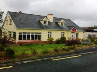 Lovely House with Dishwasher and Housekeeping Included - Ballina vacation rentals