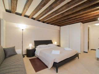 Charming apartment with patio on the canal - Venice vacation rentals