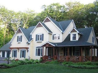 Tranquil Woods Victorian B&B-Whispering Pines Room - Huntsville vacation rentals