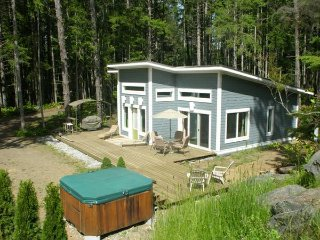 1 Bed Sandy 3acres Sandy Woodland, House, Big Deck - Courtenay vacation rentals
