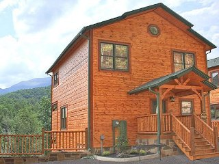 Luxurious 3BR Cabin w/ Views! One Mile from Downtown Gatlinburg. Sleeps 10. - Gatlinburg vacation rentals