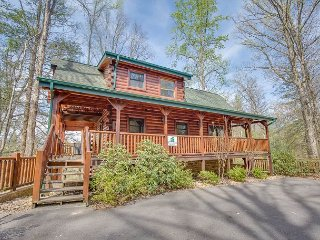 SUMMER SPECIAL FROM $169!!! 3BR Gatlinburg Cabin Near Downtown! Sleeps 10. - Gatlinburg vacation rentals