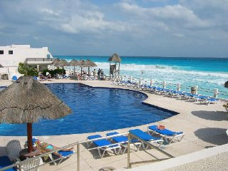 Ocean view Modern 2 bedroom suite, great price VM - Cancun vacation rentals