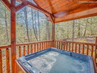 Luxurious 1 BR Log Cabin in Gatlinburg. CRAZY SUMMER SPECIAL FROM $99! - Gatlinburg vacation rentals