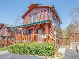 4BR Gatlinburg Cabin w/ Hot Tub, & More! Sleeps 18. Summer Special from $189! - Gatlinburg vacation rentals