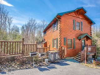 SUMMER FROM $229!!! 5BR Gatlinburg Cabin with Theater Room. Sleeps 18. - Gatlinburg vacation rentals