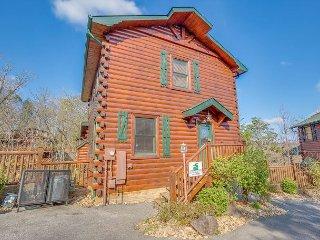 Spacious 4BR Gatlinburg Cabin. Summer from $199!!! Sleeps 18. - Gatlinburg vacation rentals