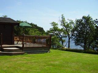 Beautiful 4 bedroom Cabin in Rowardennan with Deck - Rowardennan vacation rentals