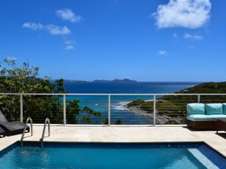 Alice by the sea: Enchanting Views from newly renovated Villa - Coral Bay vacation rentals