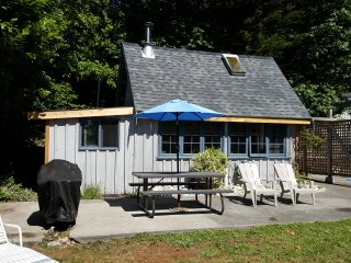 Tiny Sechelt Cottage, Beach, View, Great Location - Sechelt vacation rentals