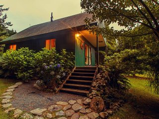 Efil Doog Garden of Art & ecoPark - Garden Cottage - Upper Hutt vacation rentals