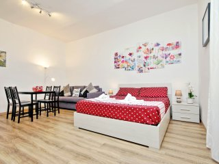 San Lorenzo Studio Colors - Rome vacation rentals