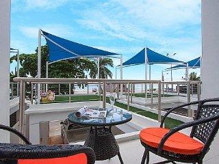 Chic beachfront house in Bangsaray - Pattaya vacation rentals