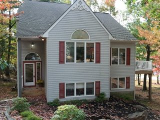 #21 Large 5 bedroom, 3 bath, Sleeps 20 (No Prom Groups) - Lake Harmony vacation rentals