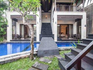 6 bedrooms villa located in heart of seminyak - Seminyak vacation rentals