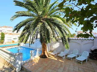 Villa in Empuriabrava, Costa Brava, Spain - Empuriabrava vacation rentals