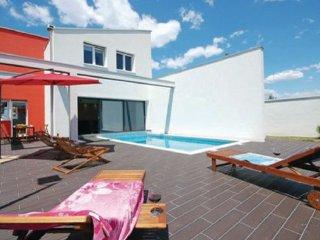 4 bedroom Villa in Nin-Vrsi Mulo, Nin, Croatia : ref 2183763 - Vrsi vacation rentals