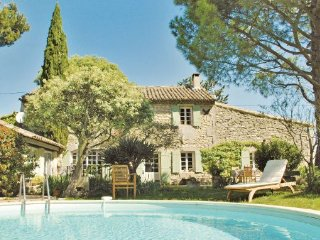 4 bedroom Villa in St Remy de Provence, Bouches Du Rhone, France : ref 2186211 - Saint-Remy-de-Provence vacation rentals