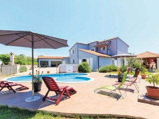 5 bedroom Villa in Pula-Valdebek, Pula, Croatia : ref 2219743 - Pula vacation rentals