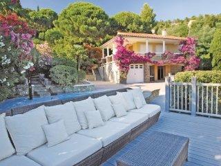 2 bedroom Villa in Rayol-Canadel-sur-Mer, Var, France : ref 2221890 - Le Rayol-Canadel vacation rentals