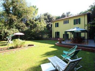 5 bedroom Villa in Marina Dei Ronchi, Tuscany, Italy : ref 2268980 - Poveromo vacation rentals