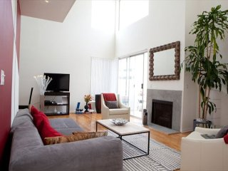 Furnished 2-Bedroom Apartment at Gregory Way & S Clark Dr Beverly Hills - Beverly Hills vacation rentals