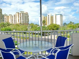 Breezy condo w/ heated pool, racquetball & walk to beach - Marco Island vacation rentals